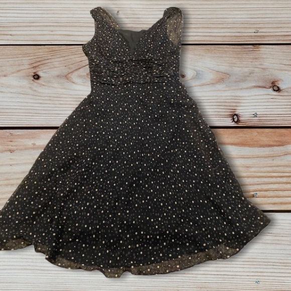 White House Black Market Dresses & Skirts - WHBM dotted flowy dress size 8